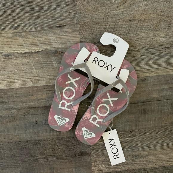 Roxy Flip Flops / Slippers - NWT